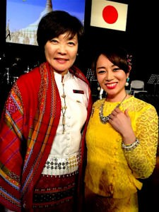 名誉実行委員長の安倍昭恵首相夫人とすわじゅんこさん